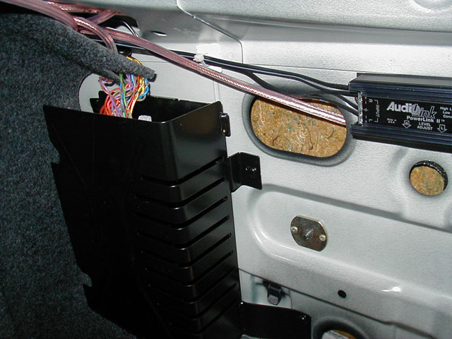 monsoon_converter640_480 new radio need help with hooking up amp newbeetle forums 2004 jetta monsoon amp wiring diagram at pacquiaovsvargaslive.co